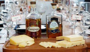 Cachaça e queijo. Fonte travelpedia