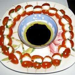 Espetinho de tomate, manjericão e mussarela. Fonte allrecipes