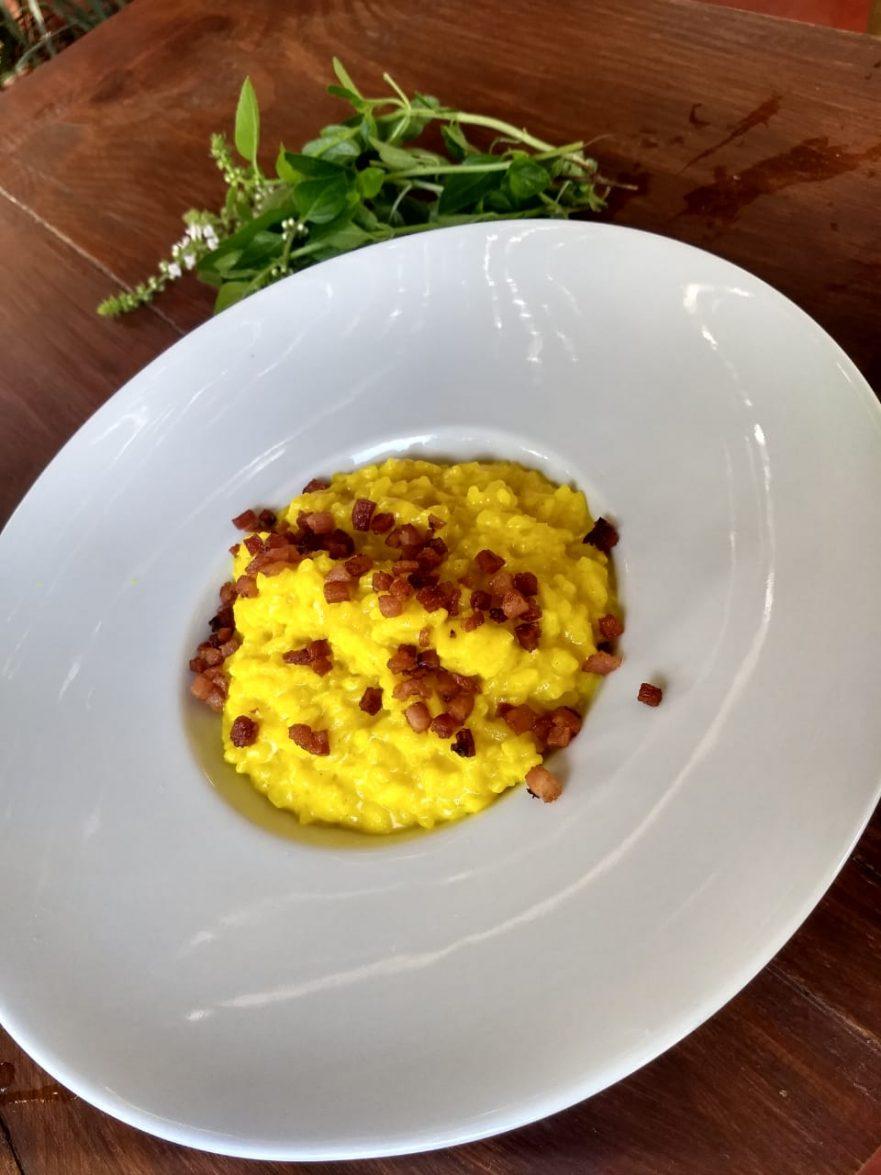 Risoto de açafrão com queijo Boursin e bacon