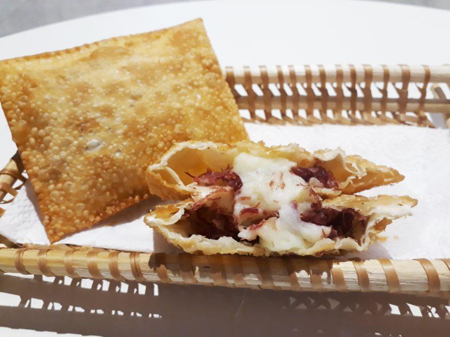 Pastel com recheio de queijo de bufala