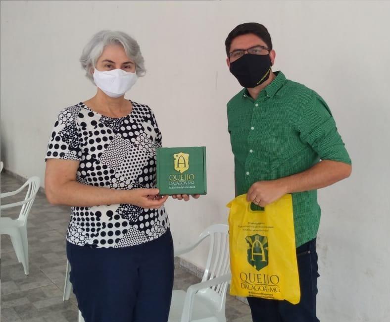 Secretária Ana Valentini e Osvaldo Filho da Queijo d'Alagoa-MG